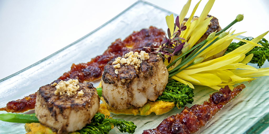 Scallops with Chili Cranberry Chutney